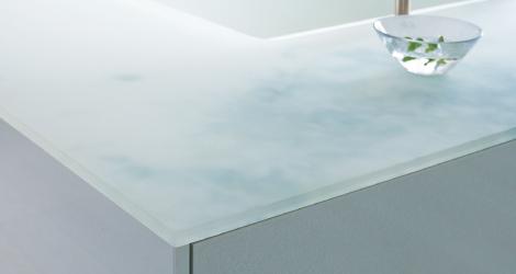 TOTOのクリスタルカウンター人造大理石。すりガラスのような仕上げで、滑らかな手触りのカウンタートップ
